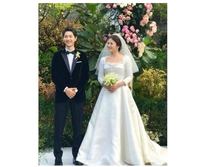 Descendants Of The Sun Couple Song Hye Kyo And Song Joong Ki Wed In A Private Outdoor Ceremony Entertainment News Top Stories The Straits Times