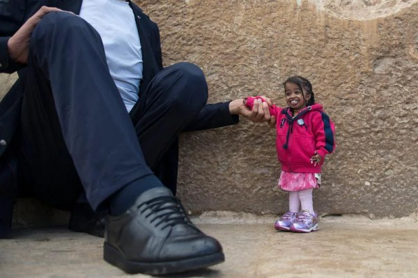 World's tallest man meets world's shortest woman, Middle ...