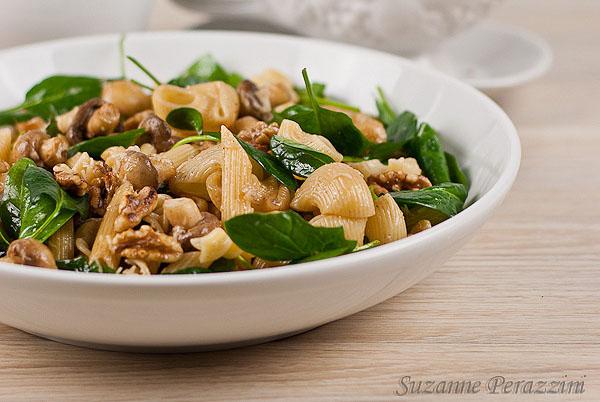 Pasta Mushroon walnut salad