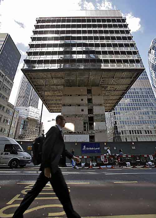 Dismantling the P&O Building, London (via Daily Mail)
