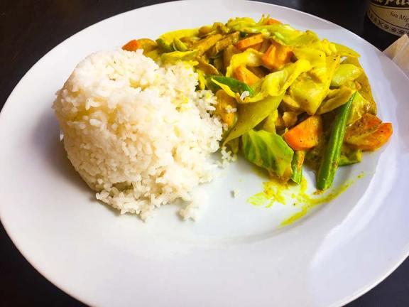 Zelenjavni curry z rižem