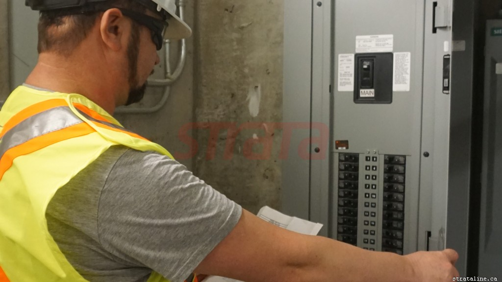 LED potlight installation, led pot light, electrical services-by-Strataline.ca-Toronto-Vaughan-Aurora-King-Nemwarket-Markham-Woodbridge-Mississauga-00001
