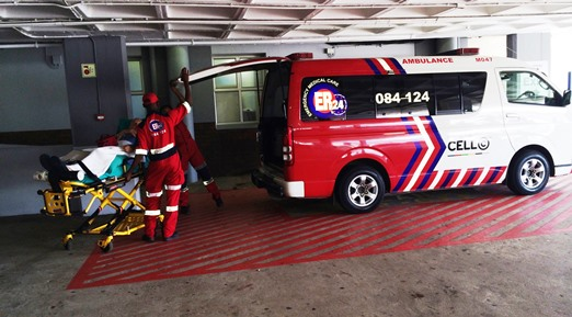 Ndumiso Khoza and Yenziwe Olifant of 'ER24' on arrival at Umhlanga Hospital.