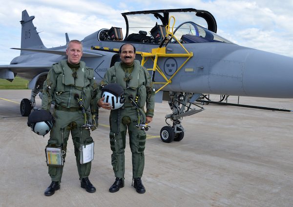 Wing Commander (Flying) Michael Lundquist with Air Chief Marshal Arup Raha before the flight   Photo: Captain John Lidman, Såtenäs, F7
