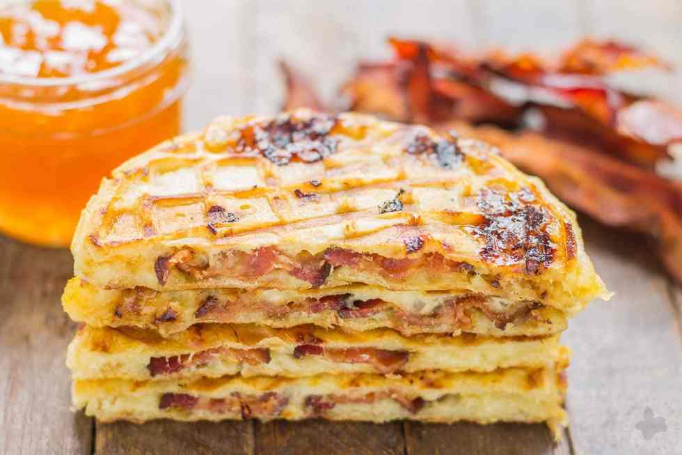 Crispy bacon, buttery havarti and sweet peaches come together to create the ultimate wafflewich that kids and parents alike, can't resist! These Bacon, Havarti and Peach Wafflewiches come together in a snap and are perfect anytime of the day to keep you fueled and going strong. | Strawberry Blondie Kitchen