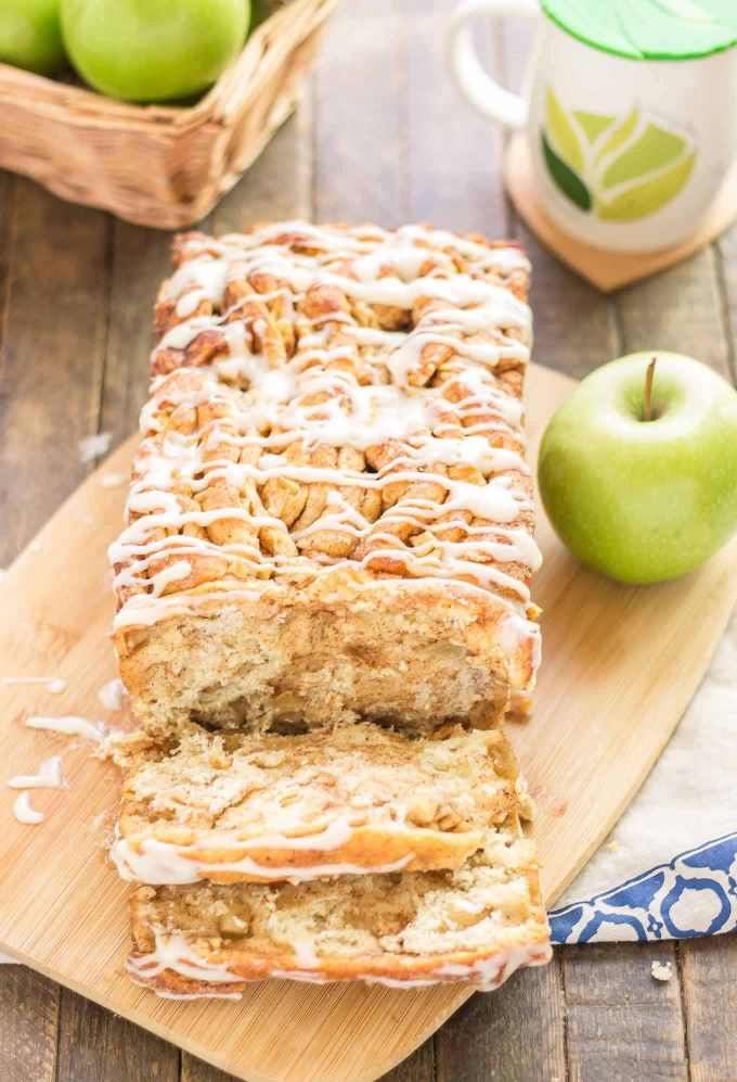 Apple Pie Pull Apart Bread is filled with chopped apples, cinnamon, brown sugar and drizzled with a cream cheese glaze. Sure to give Apple Pie a run for its money! | Strawberry Blondie Kitchen