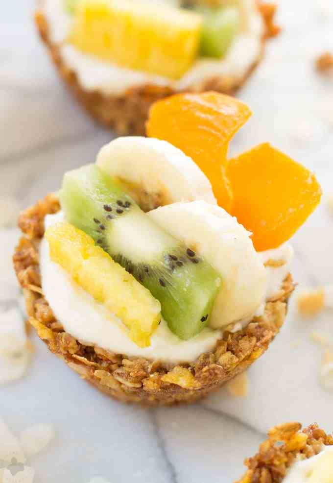 Head to the islands with these Tropical Granola Cups. These cups are made with Honey Bunches of Oats® cereal, bananas, oatmeal and coconut. Then filled with yogurt and delicious tropical fruits. You'll feel like you're on an island oasis every morning! | Strawberry Blondie Kitchen