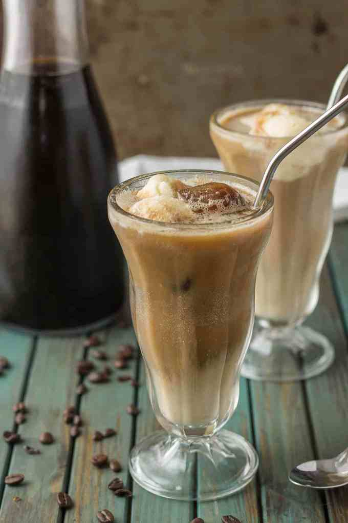 Have your coffee and your dessert too with this Coffee Cooler Float. Cold brew is combined with root beer, cream and vanilla ice cream to give you the ultimate in coffee indulgence! | Strawberry Blondie Kitchen