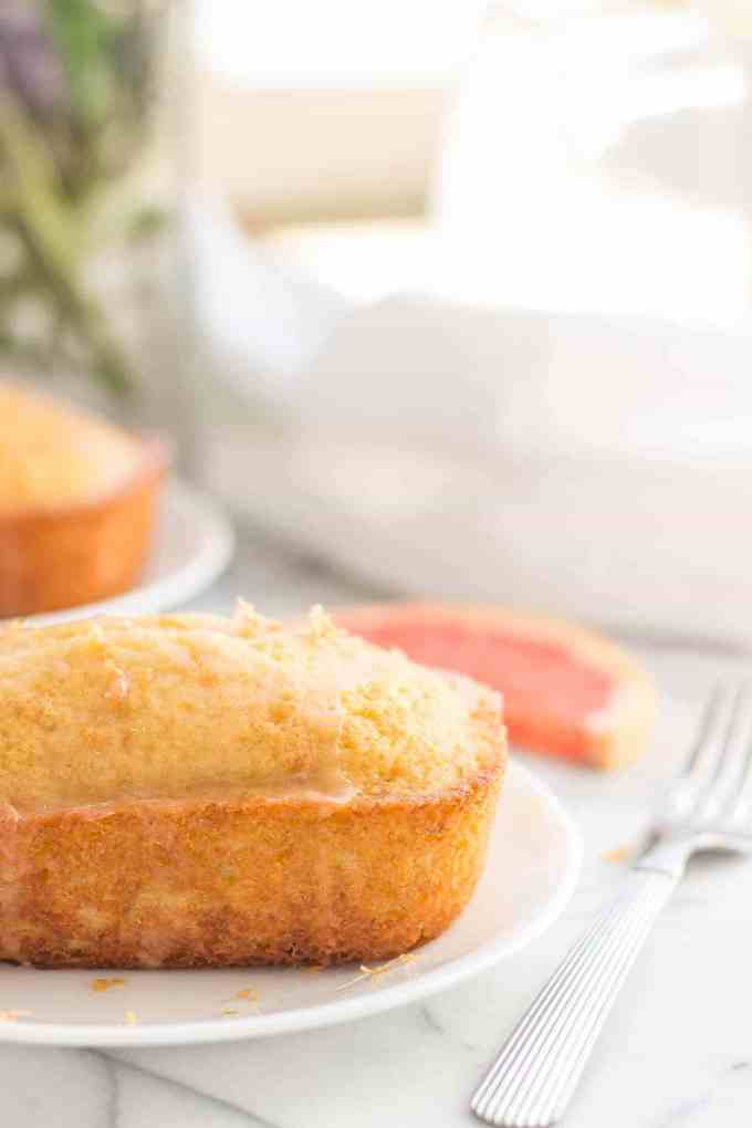 Deliciously moist and bursting with fresh grapefruit flavor, theseGrapefruit Olive Oil Mini Cakes are cute, delectable and delightfulmaking them perfect for any occasion! Strawberry Blondie Kitchen