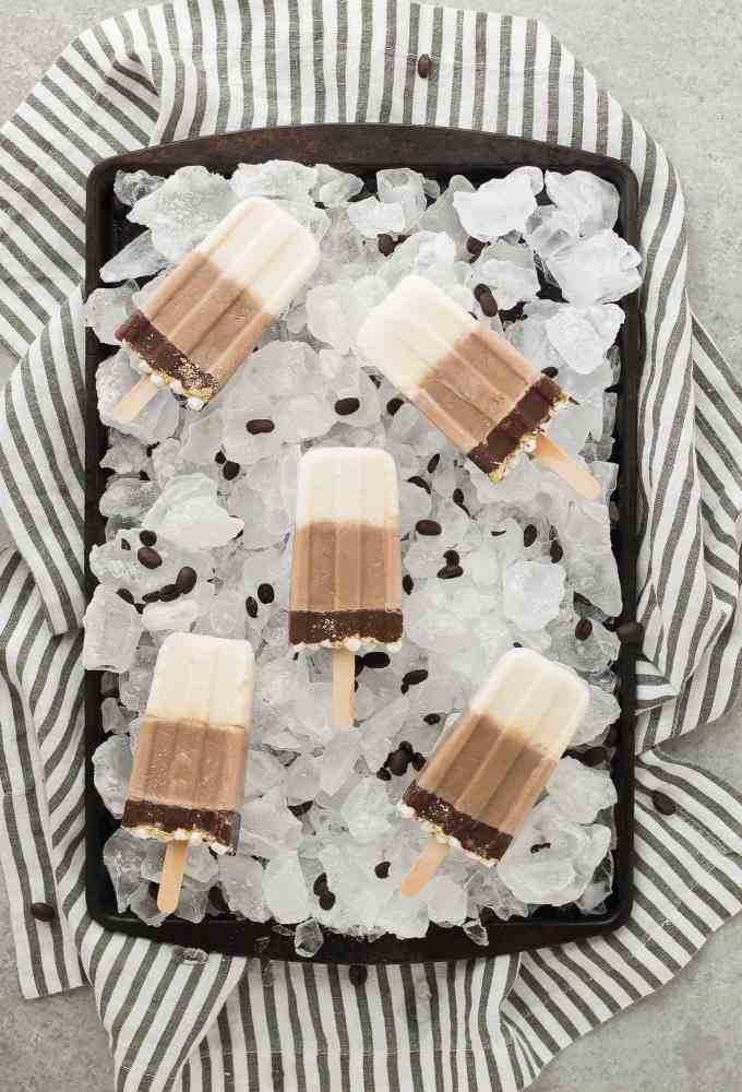 All the flavors you love of s'mores and coffee combined to give you one deliciously cool, refreshing and caffeine spiked popsicle. | Strawberry Blondie Kitchen