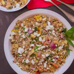 Quick and delicious, this Grilled Vegetable Quinoa Salad is a packed with hearty grilled vegetables and quinoa making it a great side dish, snack or meal. | Strawberry Blondie Kitchen