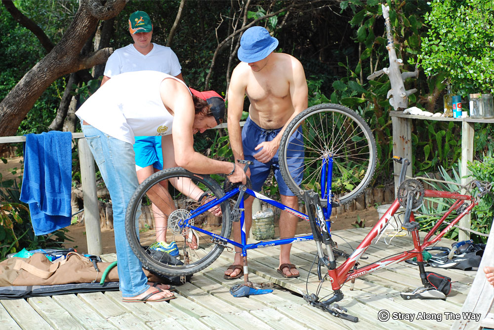 Mozambique-fixing-the-bikes