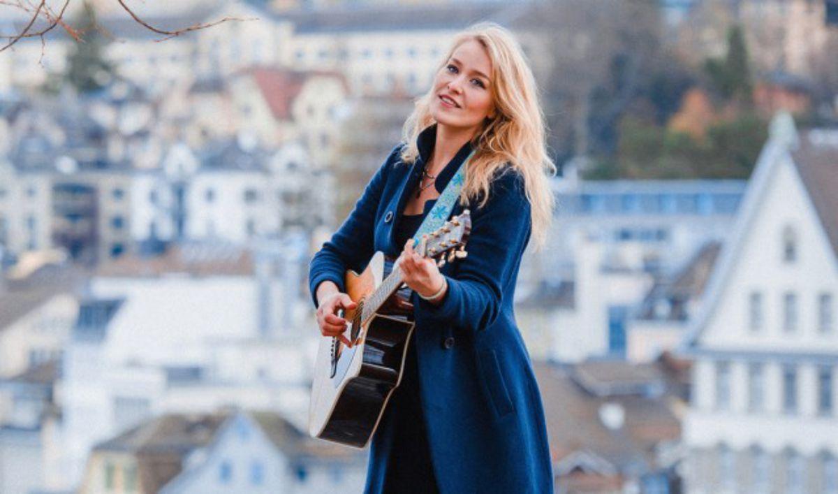 Singer-songwriter Dana Lewu in de Koppelsessies