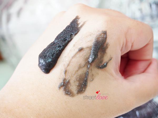 Black Silica Salt Facial Esthe Hand Swatch