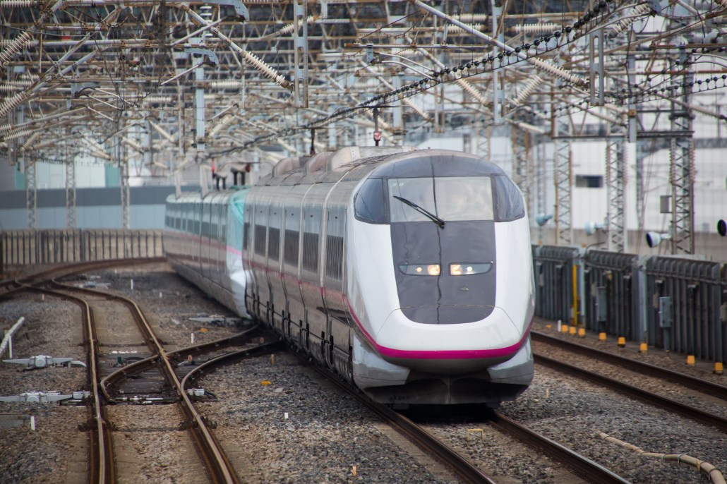 Shinkansen_E3_Komachi