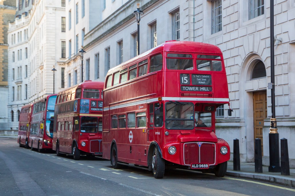 Double-decker bus in London 4K wallpaper(ロンドンの二階建てバス 4K 壁紙)
