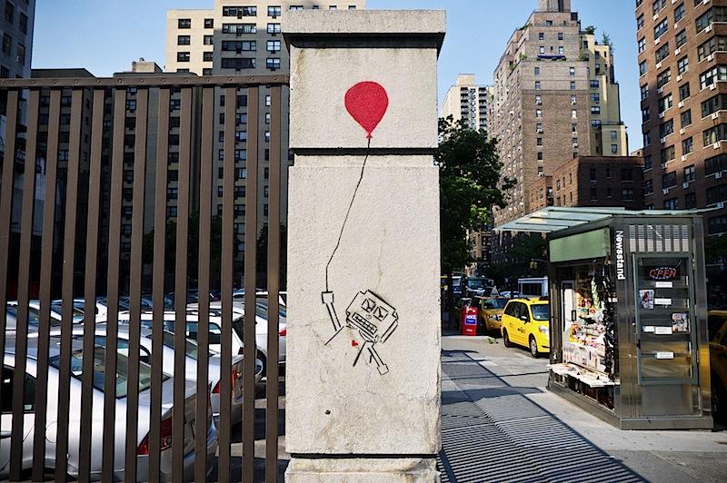 a_robot_with_a_balloon_street_art.jpg