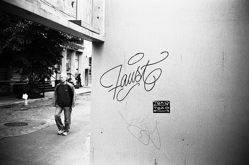 faust_graffiti_contaxt2_hp5_soho.jpg