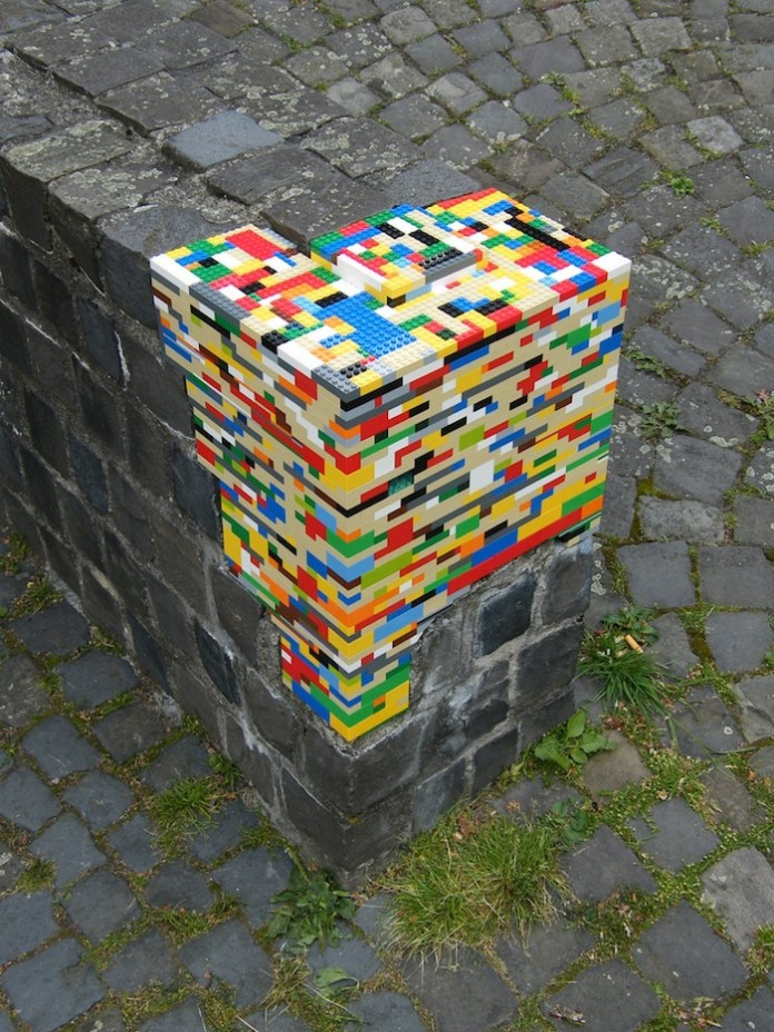 Lego bricks in the wall – 2