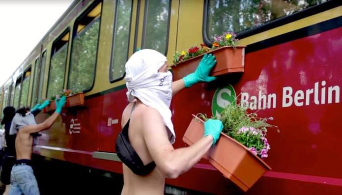 Guerilla Gardening by TOY Crew – In Berlin