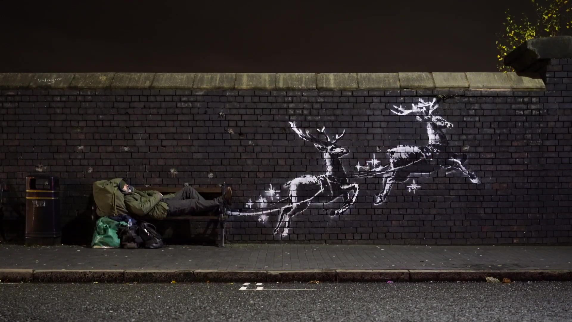 New Banksy highlight plight faced by homeless at Christmas - Street Art Utopia
