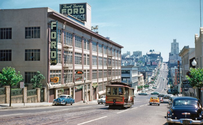 Approaching Van Ness Avenue (the current California line terminal) from Franklin Street. Walt Vielbaum photo.