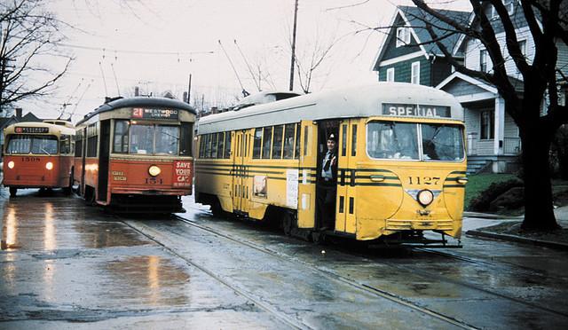 Cincinnati_-_last_month_of_streetcar_service_(1951)