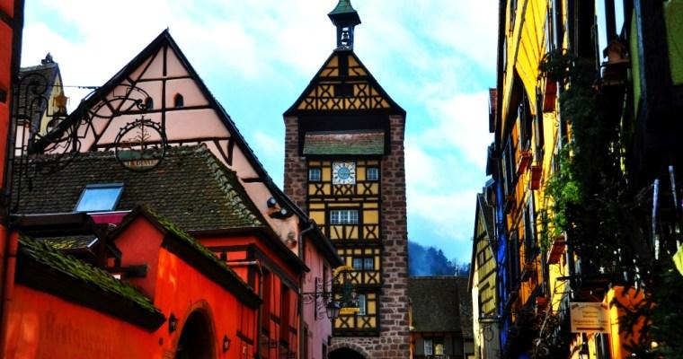Malebný Riquewihr. Alsaská vínna cesta