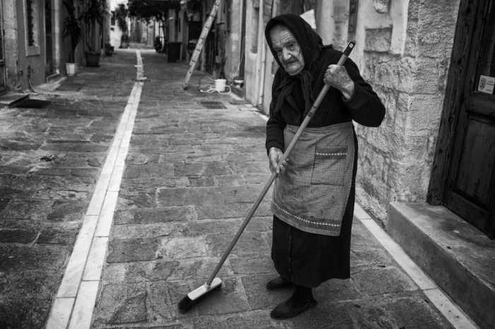 still sweeping bw