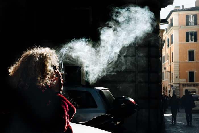 """Smoking"" street photography by Sabrina Corana"