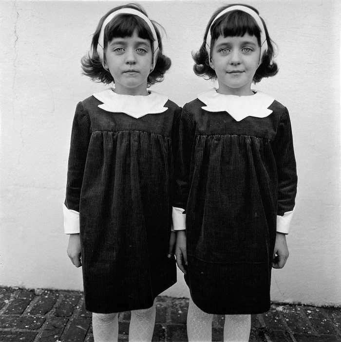 Photo of twins by Diane Arbus