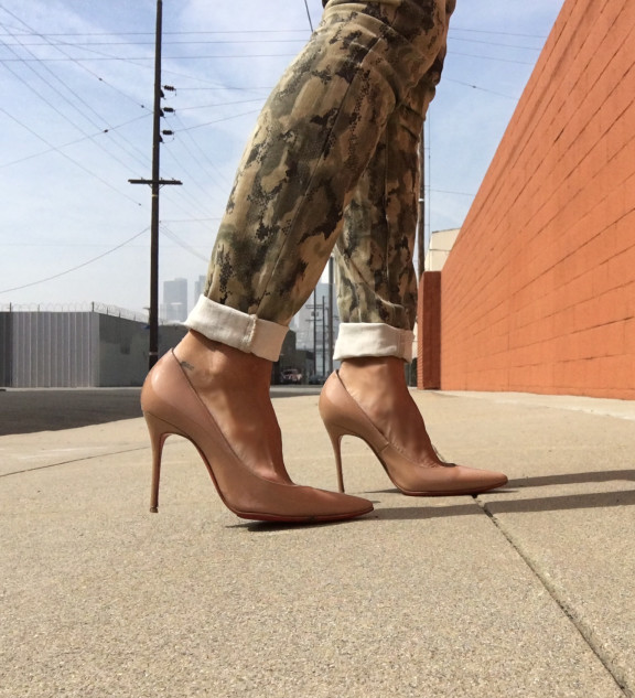 nude louboutin pumps