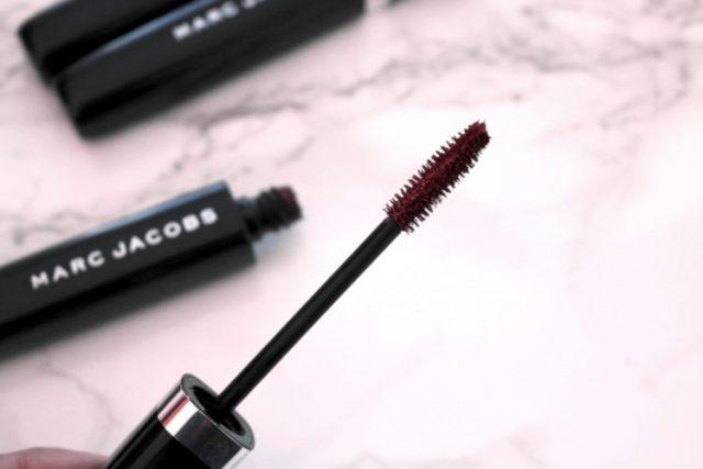 marc jacobs omega lash volumizing mascara red