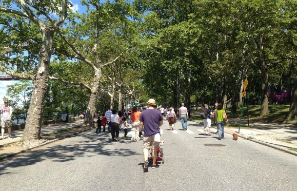 Outside of the occasional special event, Shore Boulevard in Astoria Park is dedicated to cars. Photo: Green Shores NYC