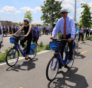 Let the good times roll: DOT Commissioner Polly Trottenberg, left, and Motivate CEO Jay Walder, right. Photo: NYC DOT/Flickr