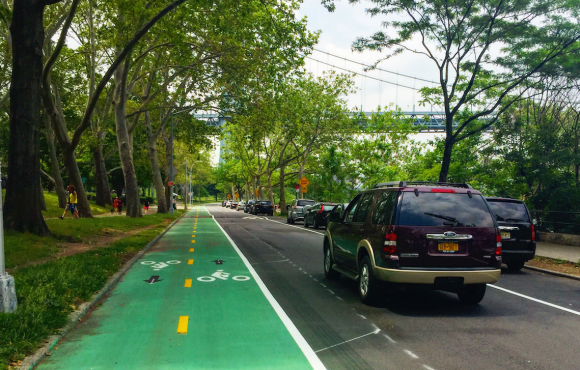 The new Shore Boulevard bike lane will soon have flexible bollards separating it from car traffic. Photo: David Meyer