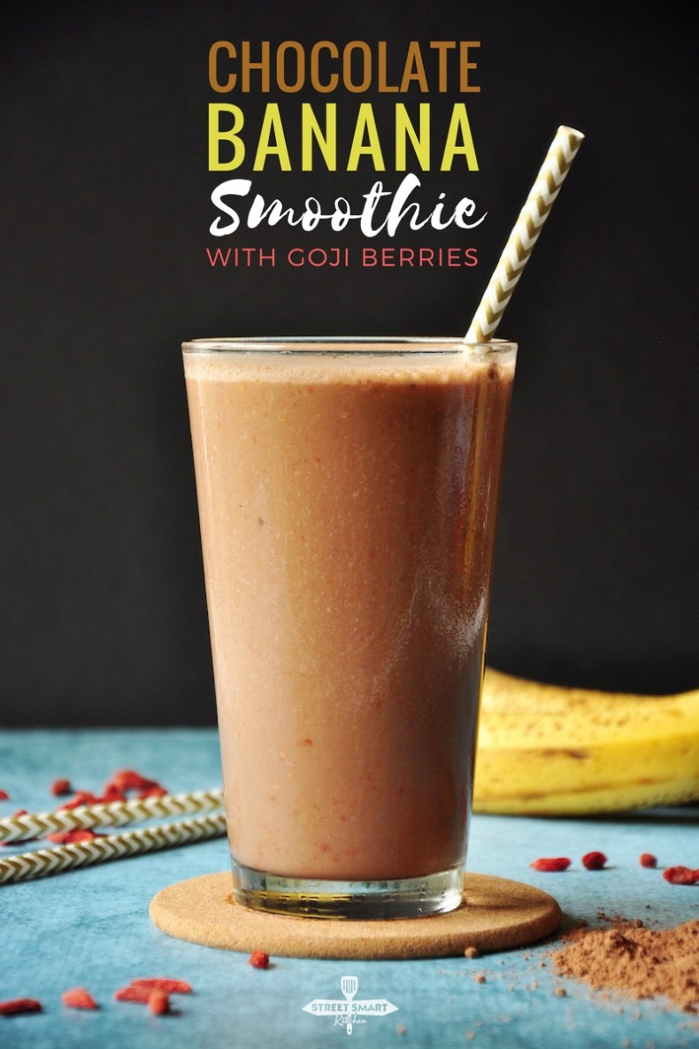 5-ingredient chocolate banana smoothie features goji berries and it's packed with protein, vitamins, fiber, calcium, and deliciousness.