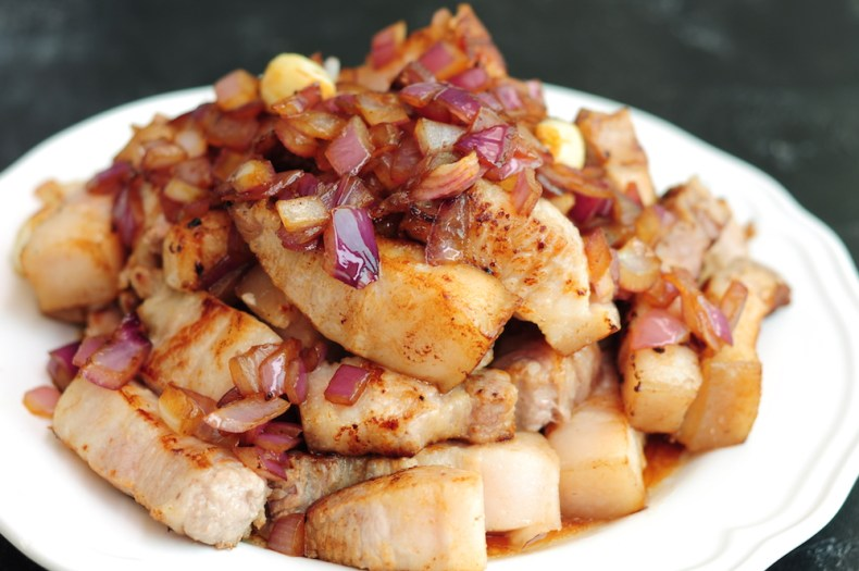 preseared pork belly with onions and garlic