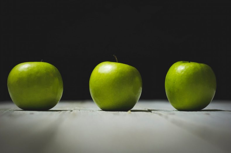 three green apples - how to keep them fresh