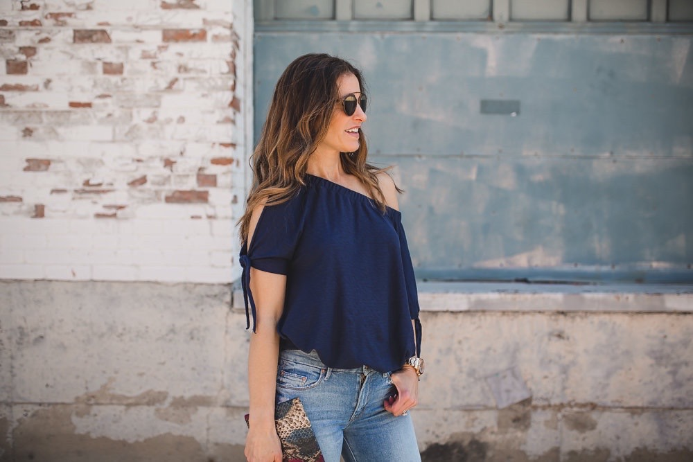 A Versatile Top That Can Be Worn Two Ways// Dallas Style Blogger/ / Nation Ava one-shoulder slit sleeve top// Mother the Stunner Frayed Skinny Jean// Chloe Frayed Denim Espadrille Sandal// Archipelago Design Handbags// Dior Brow Bar Sunglasses//