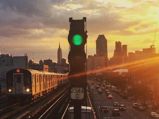 tren 7 elevado en Tour de Queens