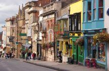 Questa immagine ha l'attributo alt vuoto; il nome del file è Glastonbury-Town.jpg