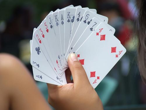 Giocare A Carte Per Riempire I Pomeriggi Primaverili