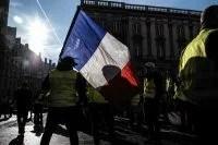 Parigi, tafferugli e lacrimogeni sugli Champs-Elysees per la manifestazione dei gilet gialli