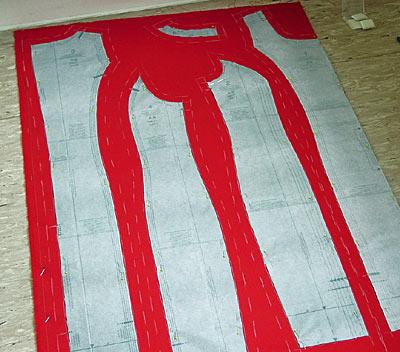 Kleiderschnitt, aufgesteckt; dress pattern, pinned