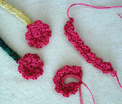 Strick-Blümchen - knitted flowers
