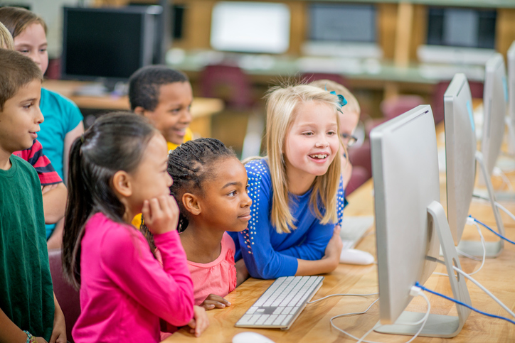 kids e-learning in classroom