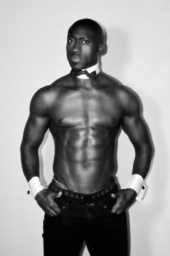 strip-teaseur Sengane chez les Glamour Boys