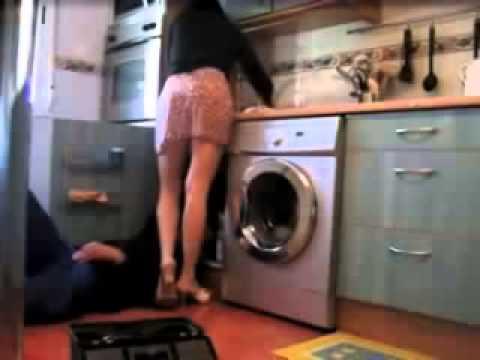 L'idraulico e la signora che lo tenta