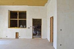 strawbalehouse-in-a-barn-03